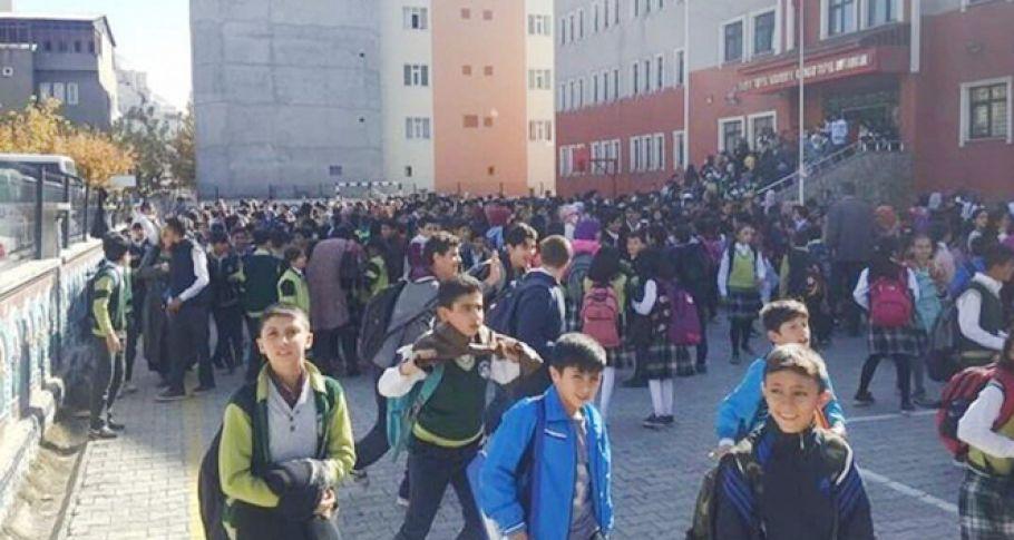 Korkutan deprem! Okullar tatil edildi.