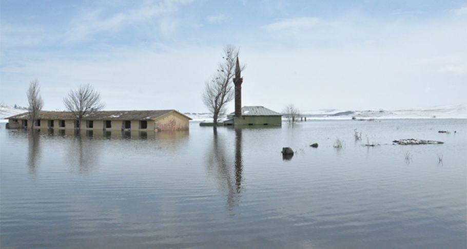 köy camisi sular altında kaldı