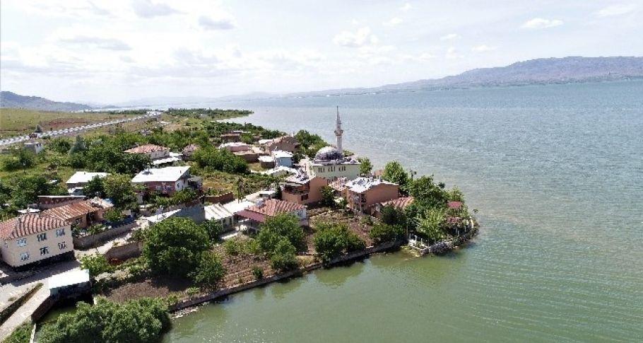 Köy, suların yükselmesiyle eşsiz manzaraya büründü