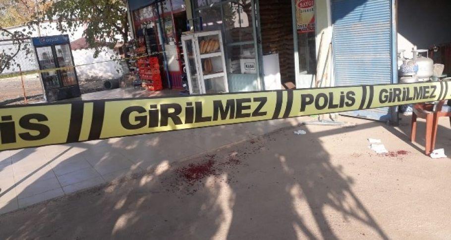 Kurusıkı tabanca ve sobalı 4 kişi market sahibini darp etti