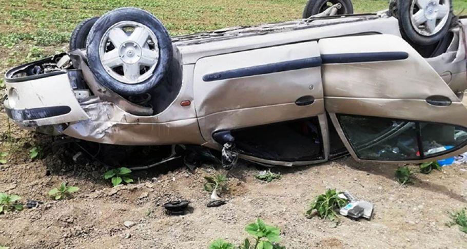 Lastiği patlayan otomobil devrildi: 1 ölü, 4 yaralı