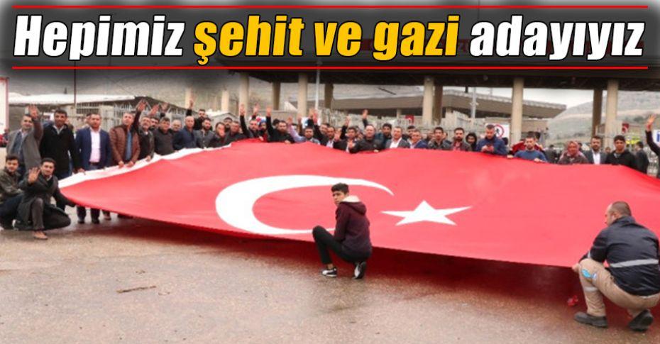 Mehmetçik'e sınırda bayraklı destek!