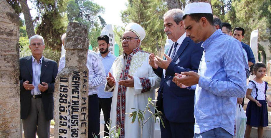 Merhum Hulisi Öcal mezarı başında anıldı