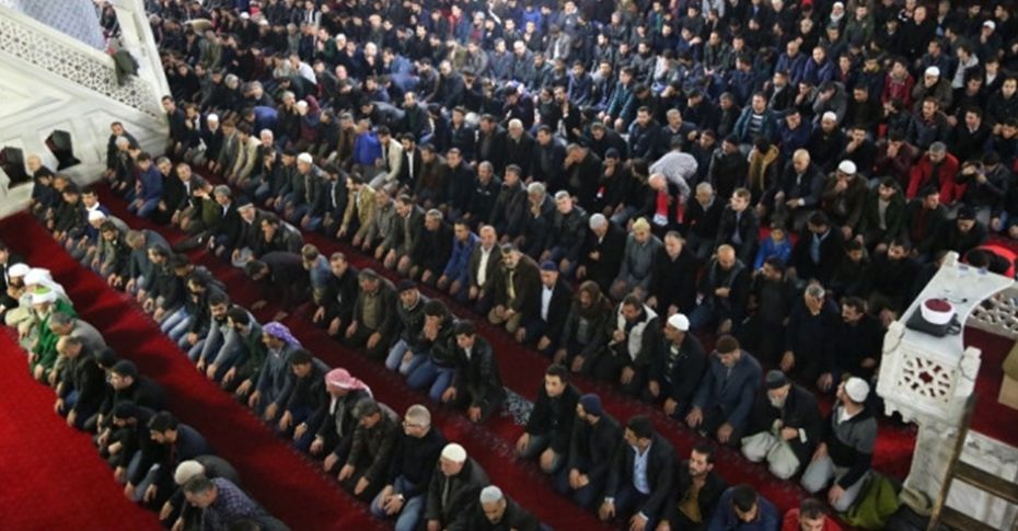 Mevlid Kandili'nde vatandaşlar camilere akın etti