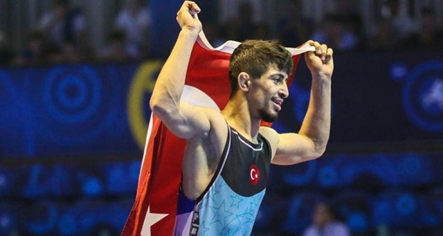 Milli güreşçi Kerem Kamal 5. kez Avrupa şampiyonu oldu