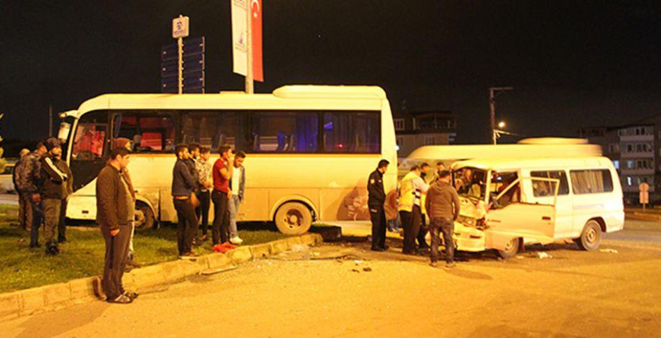 Minibüs ile işçi servisi çarpıştı: 2 yaralı