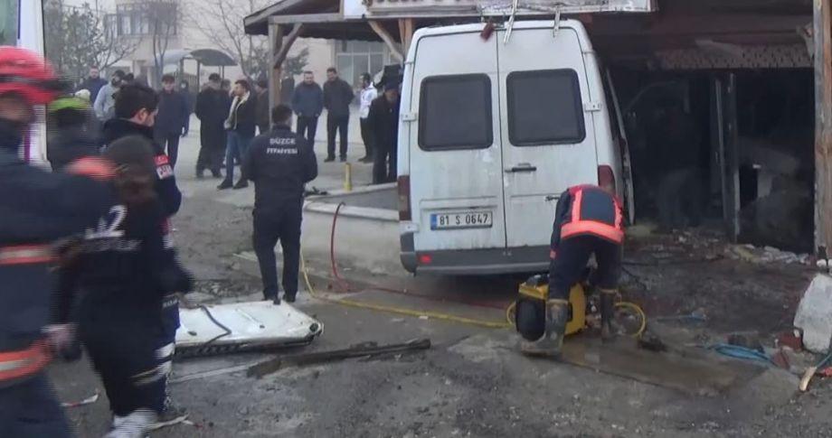 Minibüs ile otomobil çarpıştı: 12 yaralı