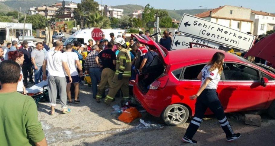 Minibüs otomobille çarpıştı: 3'ü çocuk 6 yaralı