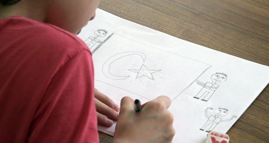 Minik öğrenciler 15 Temmuz'u resmetti