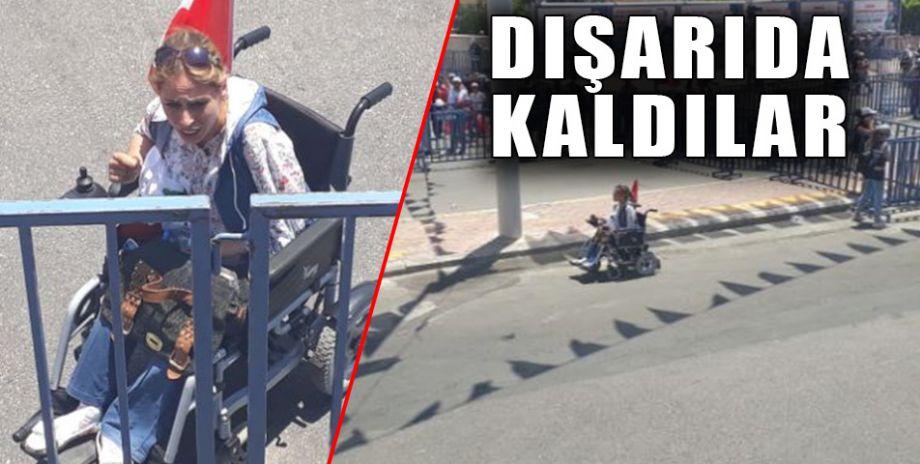 Miting alanında engellilere yer ayrılmadı