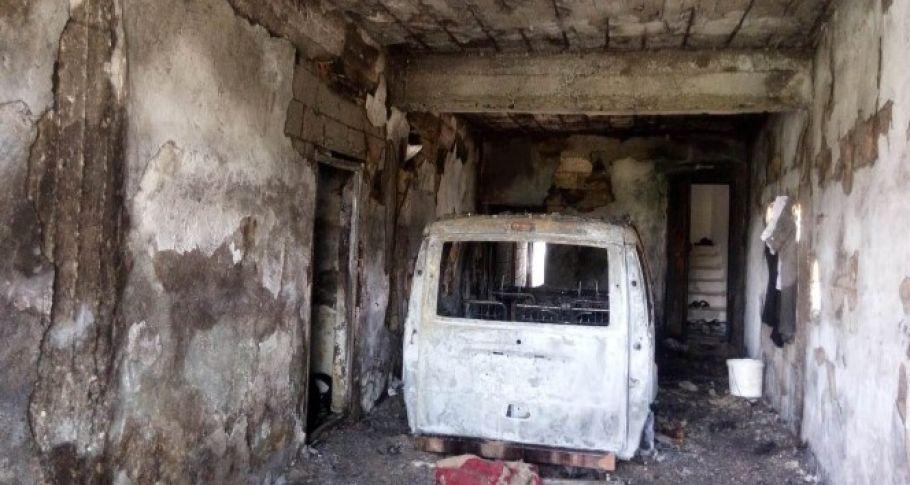 Nusaybin'de park halindeki araç yandı
