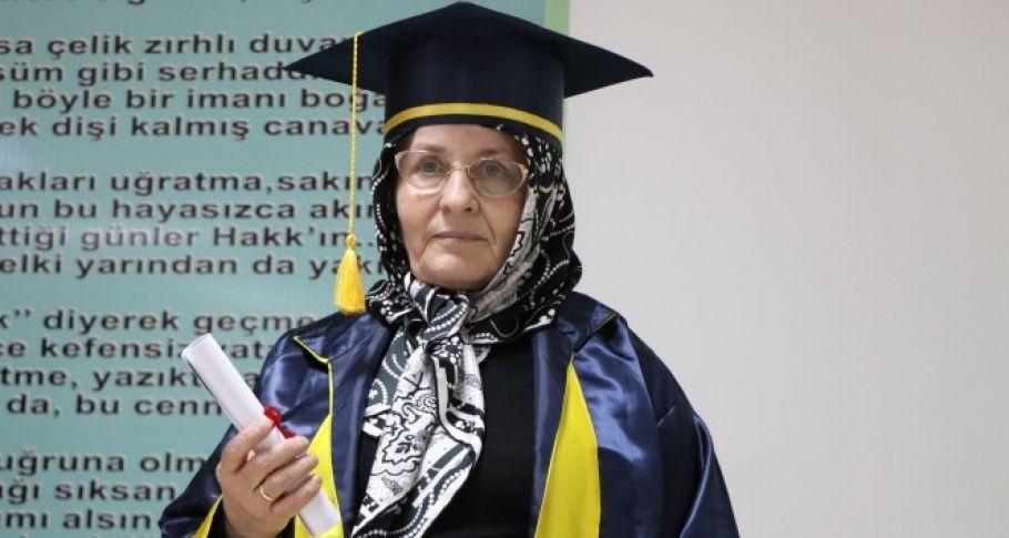Öğrenmenin yaşı yok: 68 yaşında liseyi bitirdi