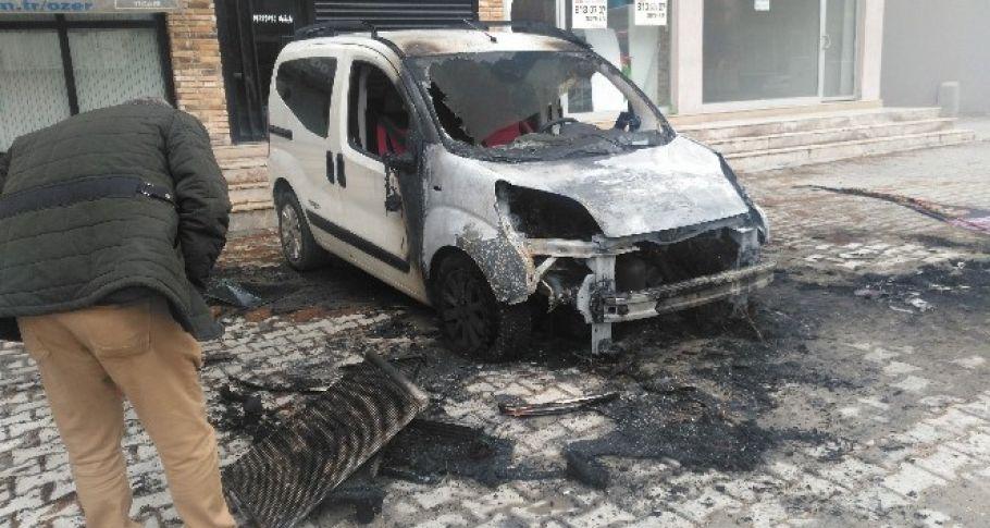 Osmaniye'de gece yarısı üç araç kundaklandı