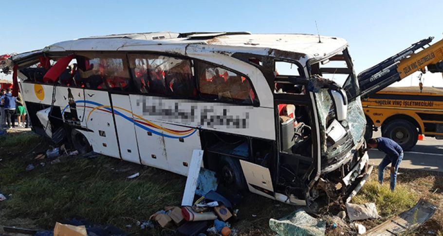 Otobüs kazasında yürek burkan detay