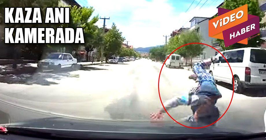 Otomobil çocuğa çarptı!