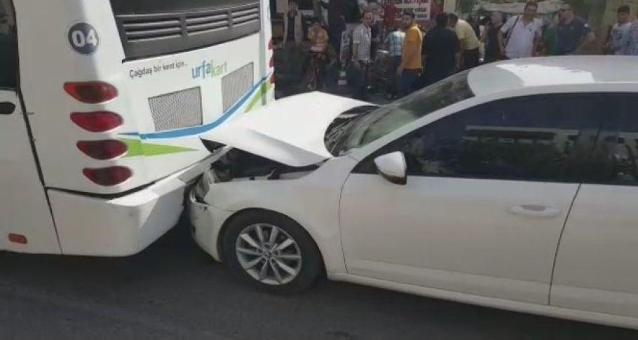 Otomobil halk otobüsüne çarptı: 1 yaralı