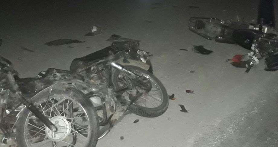 Otomobil, iki motosiklete çarptı: 2 ölü