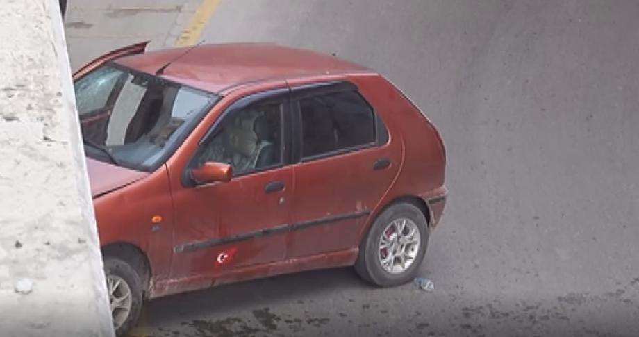 Otomobil köprü duvarına çarptı: 2 yaralı