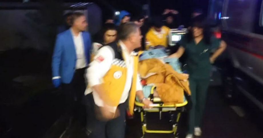 Otomobil öğrencilere çarptı: 1 ölü, 1 yaralı
