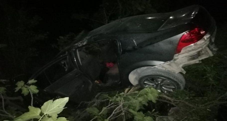 Otomobil şarampole yuvarlandı: 1 'i Ağır 3 yaralı