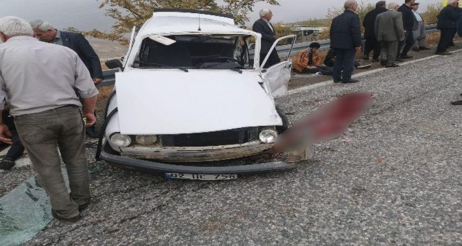 Otomobiller kafa kafaya çarpıştı: 1'i ağır 7 yaralı