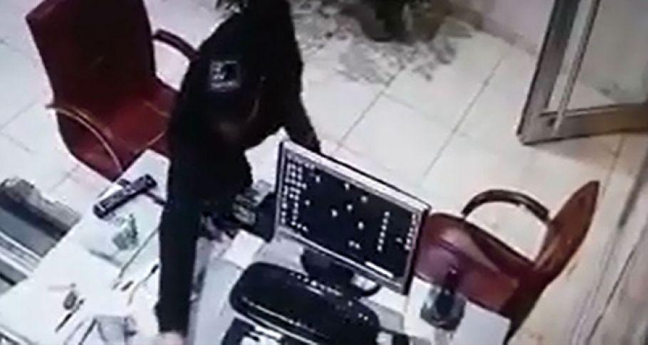 Pes Dedirten Hırsızlık