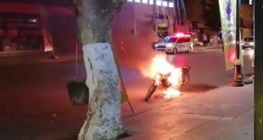 Polise kızdı, ateşe verdi