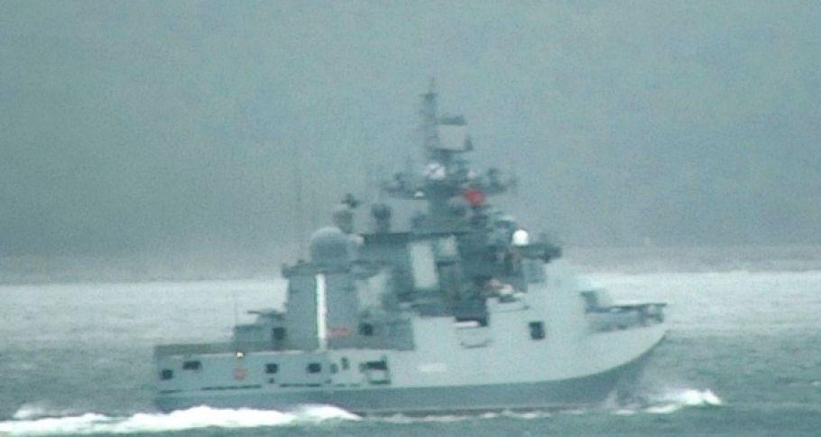 Rus savaş gemisi boğazdan geçti...