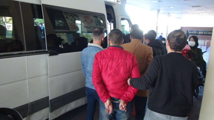 Şanlıurfa'da aranan şüphelilere operasyon: 10 gözaltı
