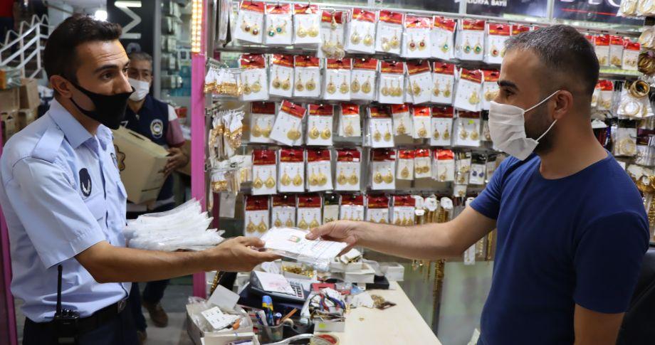Şanlıurfa Büyükşehir'den esnafa ücretsiz maske dağıtımı (videolu)