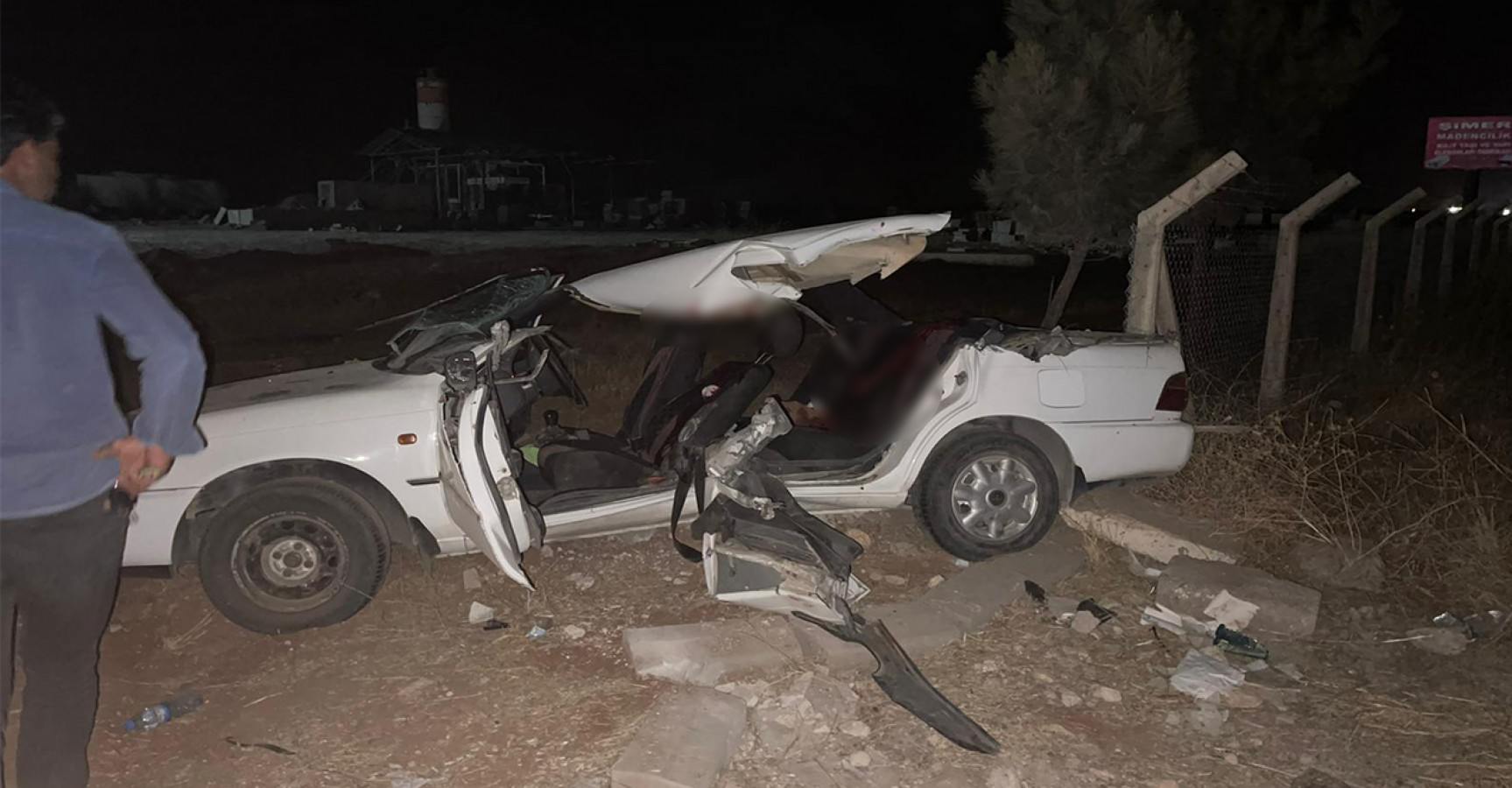 Şanlıurfa'da iş makinesiyle otomobil çarpıştı: 2 ölü, 6 yaralı