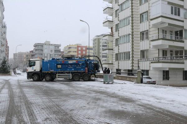 Şanlıurfa'da Şuski ekiplerinin kar mesaisi sürüyor