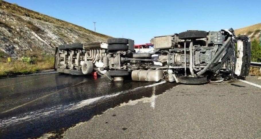 Şanlıurfa-Gaziantep yolunda Tanker kazasında sürücüler yaralandı