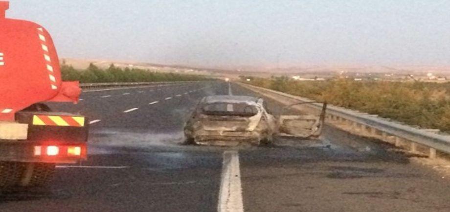 Şanlıurfa'da araç seyir halindeyken küle döndü!
