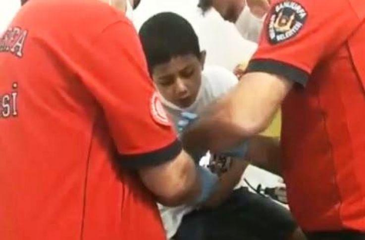 Şanlıurfa'da bir çocuğunun parmağına civata battı