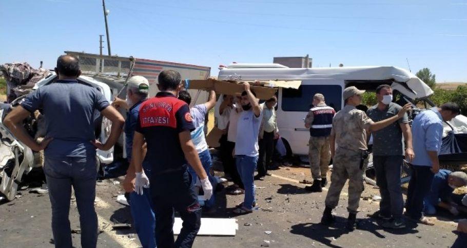 Şanlıurfa'da feci kaza 15 yaralı