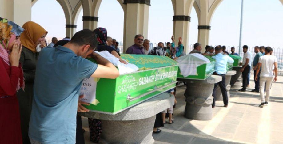 Şanlıurfa'da hayatını kaybeden 4 kişi Antep'te toprağa verildi