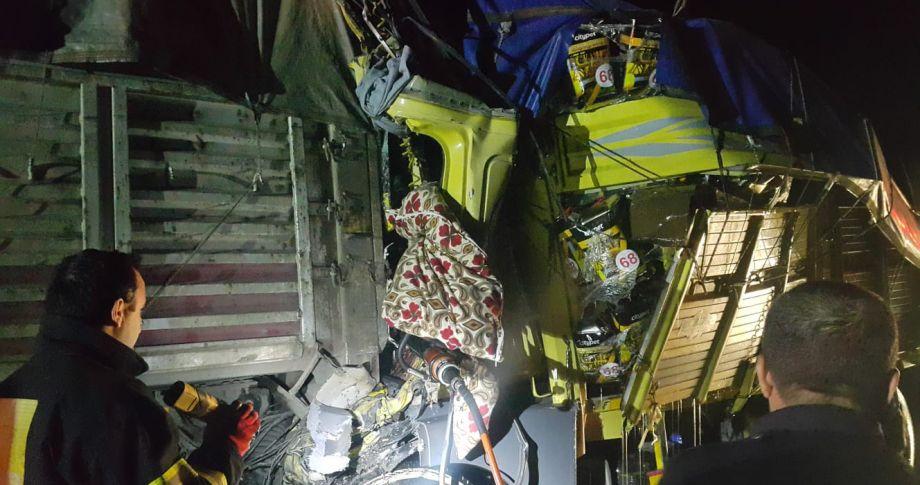 Şanlıurfa'da kamyon, TIR'a  çarptı:1 ölü