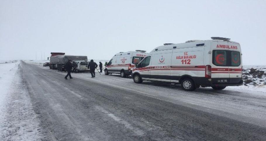 Şanlıurfa'da kar yağışı kazaları da getirdi