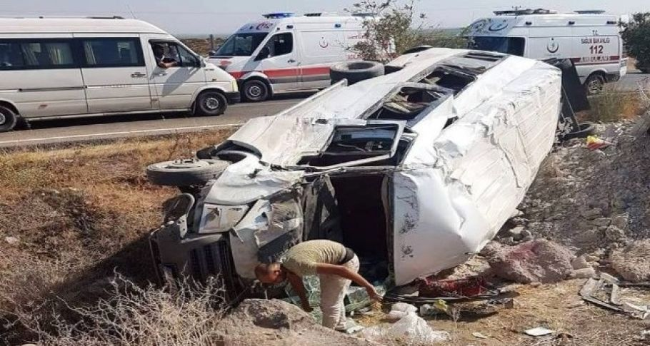 Şanlıurfa'da minibüs devrildi: 8 yaralı