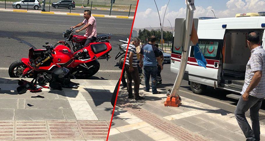 Şanlıurfa'da motosikletli elektrik direğine çarptı