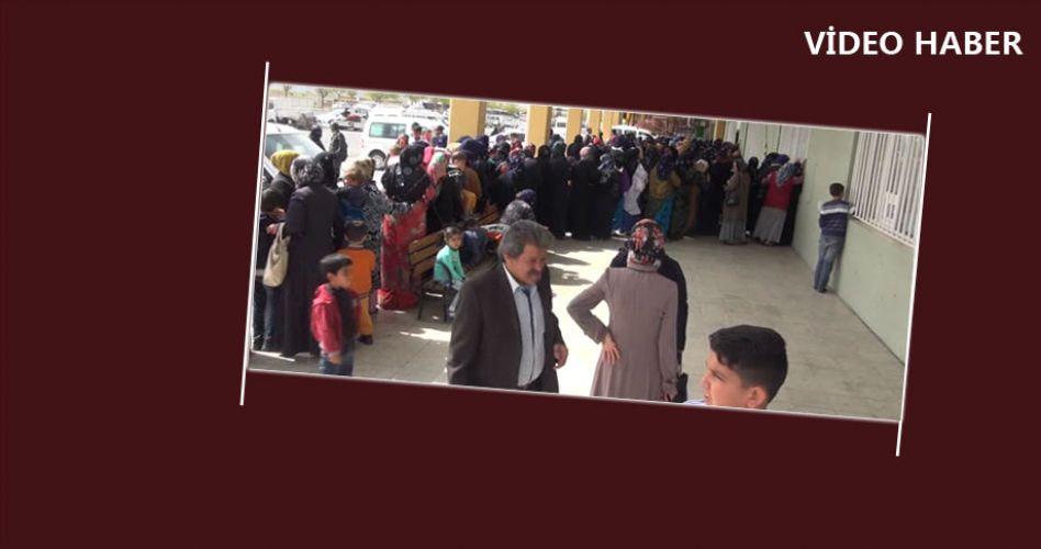 Şanlıurfa'da Ramazan yardımı kuyruğu