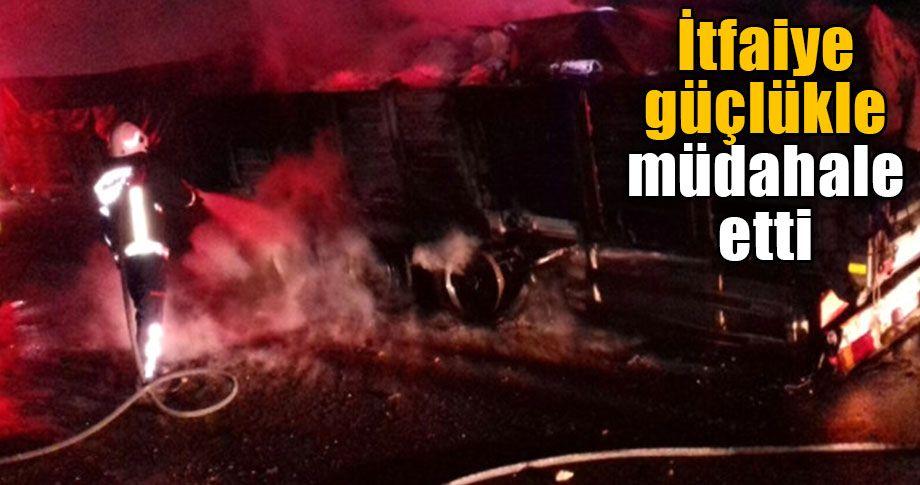 Şanlıurfa'da seyir halindeki tır alev alev yandı