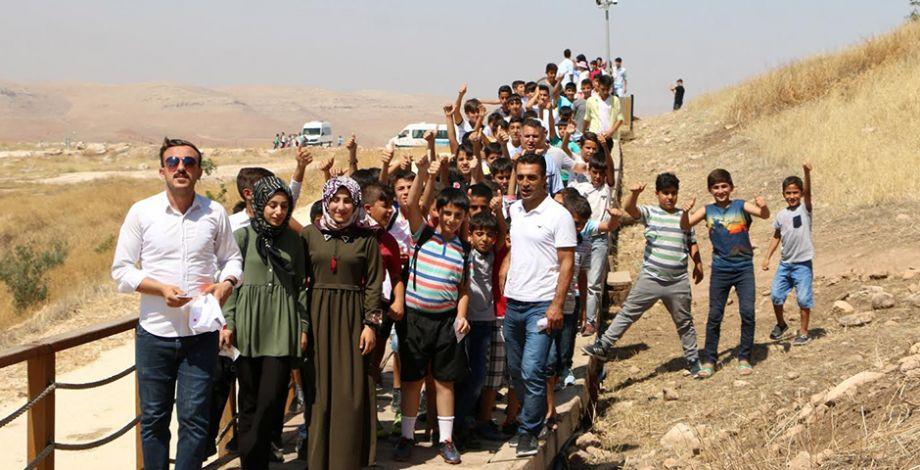 Şanlıurfalı gençler Göbeklitepe'yi gezdi
