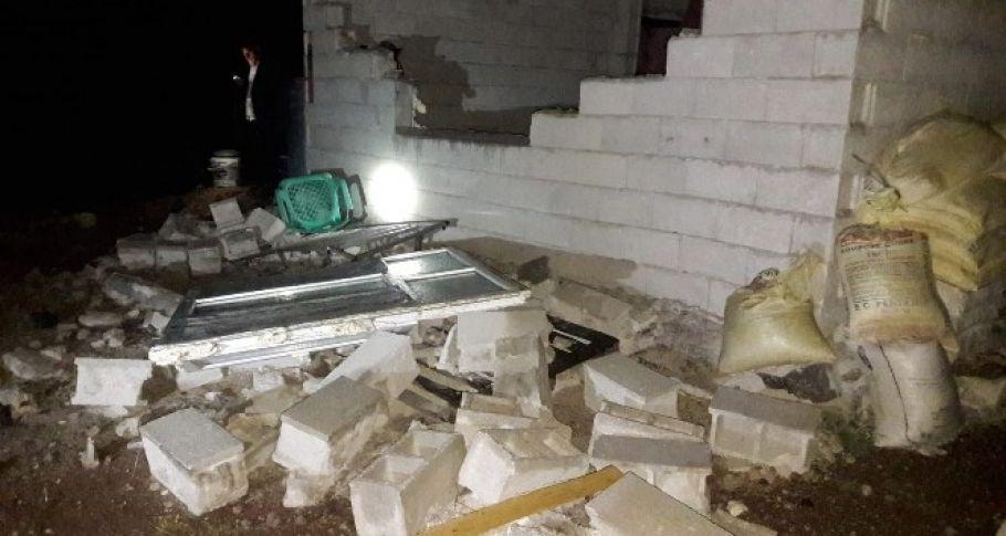 Şanlıurfa'nın Viranşehir ilçesinde bir evin bahçesine yıldırım düştü:2 yaralı
