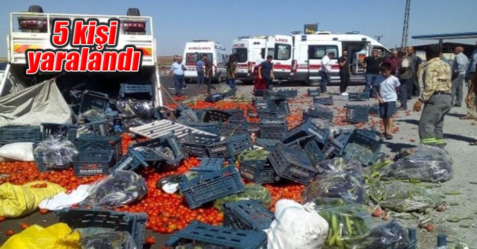Sebze yüklü kamyonet devrildi