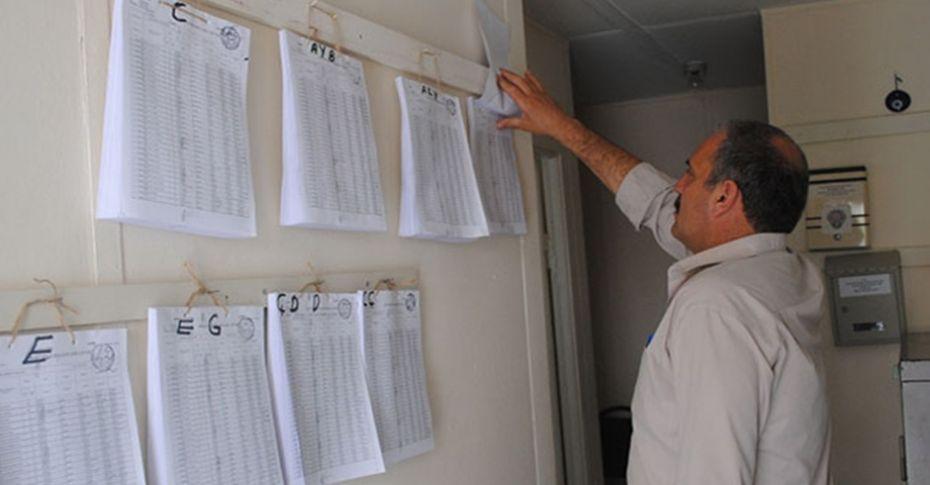 Seçmen listeleri muhtarlara teslim edildi