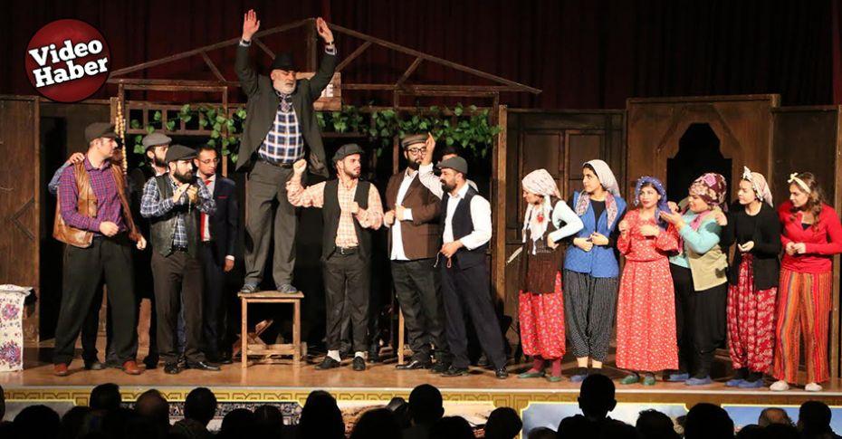 Şehir Tiyatrosu, öğretmenler için sahne aldı