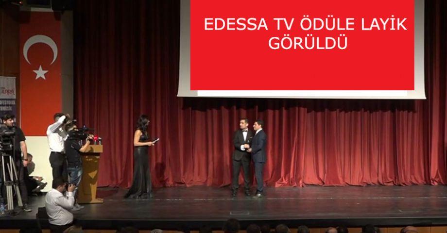 Şeref Toprak'a 'Yılın En İyi Erkek Haber Spikeri' Ödülü (videolu)