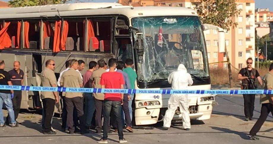 Servis otobüsü geçişi sırasında patlama!